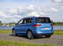 Фото авто Volkswagen Touran 2 поколение, ракурс: 135 цвет: синий