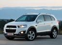 Фото авто Chevrolet Captiva 1 поколение [2-й рестайлинг], ракурс: 45 цвет: белый
