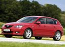 Фото авто Mazda 3 BK, ракурс: 45 цвет: красный