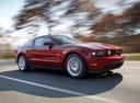 Фото авто Ford Mustang 5 поколение [рестайлинг], ракурс: 315 цвет: красный