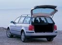 Фото авто Volkswagen Passat B5, ракурс: 135 цвет: серебряный