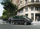 Фото авто Volkswagen Caravelle T5 [рестайлинг], ракурс: 90 цвет: черный