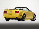 Фото авто Ford Mustang 5 поколение, ракурс: 225 цвет: желтый