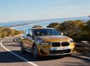 Фото авто BMW X2 F39, ракурс: 315 цвет: золотой