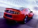 Фото авто Ford Mustang 5 поколение [2-й рестайлинг], ракурс: 225 цвет: бордовый