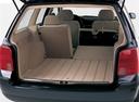 Фото авто Volkswagen Passat B5, ракурс: багажник цвет: черный