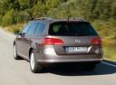 Фото авто Volkswagen Passat B7, ракурс: 180 цвет: коричневый