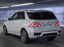 Фото авто Mercedes-Benz M-Класс W166, ракурс: 135 цвет: серебряный