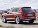Фото авто Volkswagen Tiguan 2 поколение, ракурс: 135 цвет: красный