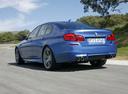 Фото авто BMW M5 F10, ракурс: 135 цвет: синий