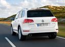 Фото авто Volkswagen Touareg 2 поколение, ракурс: 180 цвет: белый