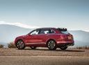 Фото авто Bentley Bentayga 1 поколение, ракурс: 135 цвет: красный