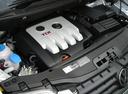 Фото авто Volkswagen Touran 1 поколение, ракурс: двигатель