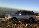 Фото авто Toyota Land Cruiser J100 [рестайлинг], ракурс: 90 цвет: серебряный