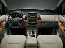 Фото авто Toyota Innova 1 поколение [рестайлинг], ракурс: торпедо
