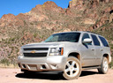 Фото авто Chevrolet Tahoe GMT900, ракурс: 45 цвет: серый
