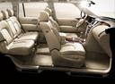 Фото авто Nissan Patrol Y62, ракурс: салон целиком