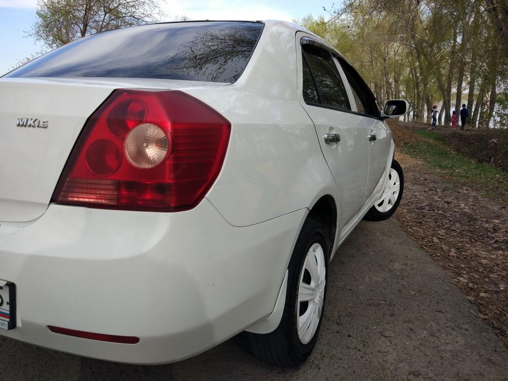 Подержанный Geely MK, хорошее состояние, белый , 2012 года выпуска, цена 210 000 руб. в Омске