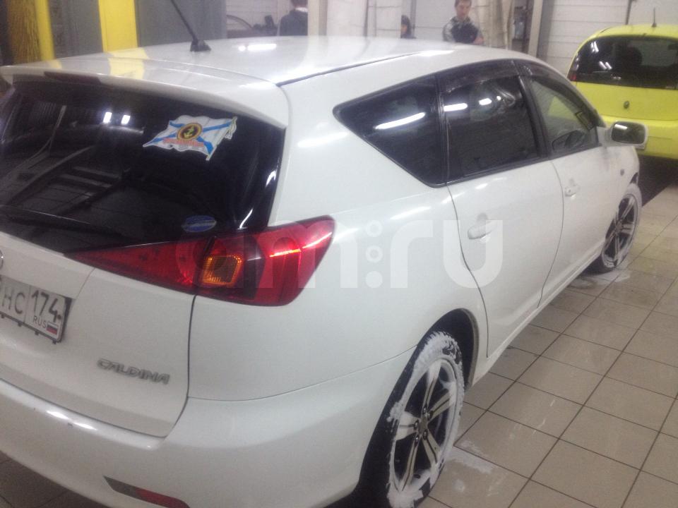 Подержанный Toyota Caldina, хорошее состояние, белый акрил, 2003 года выпуска, цена 320 000 руб. в Челябинской области