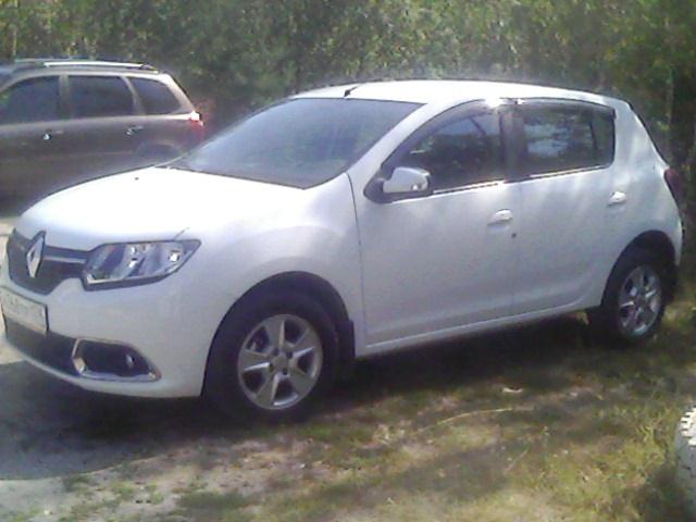 Подержанный Renault Sandero, отличное состояние, белый , 2015 года выпуска, цена 555 000 руб. в Челябинской области