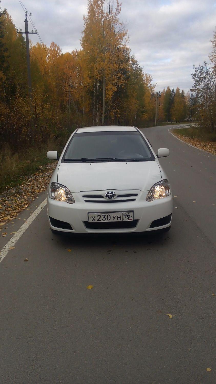 Подержанный Toyota Corolla, хорошее состояние, белый , 2005 года выпуска, цена 310 000 руб. в ао. Ханты-Мансийском Автономном округе - Югре