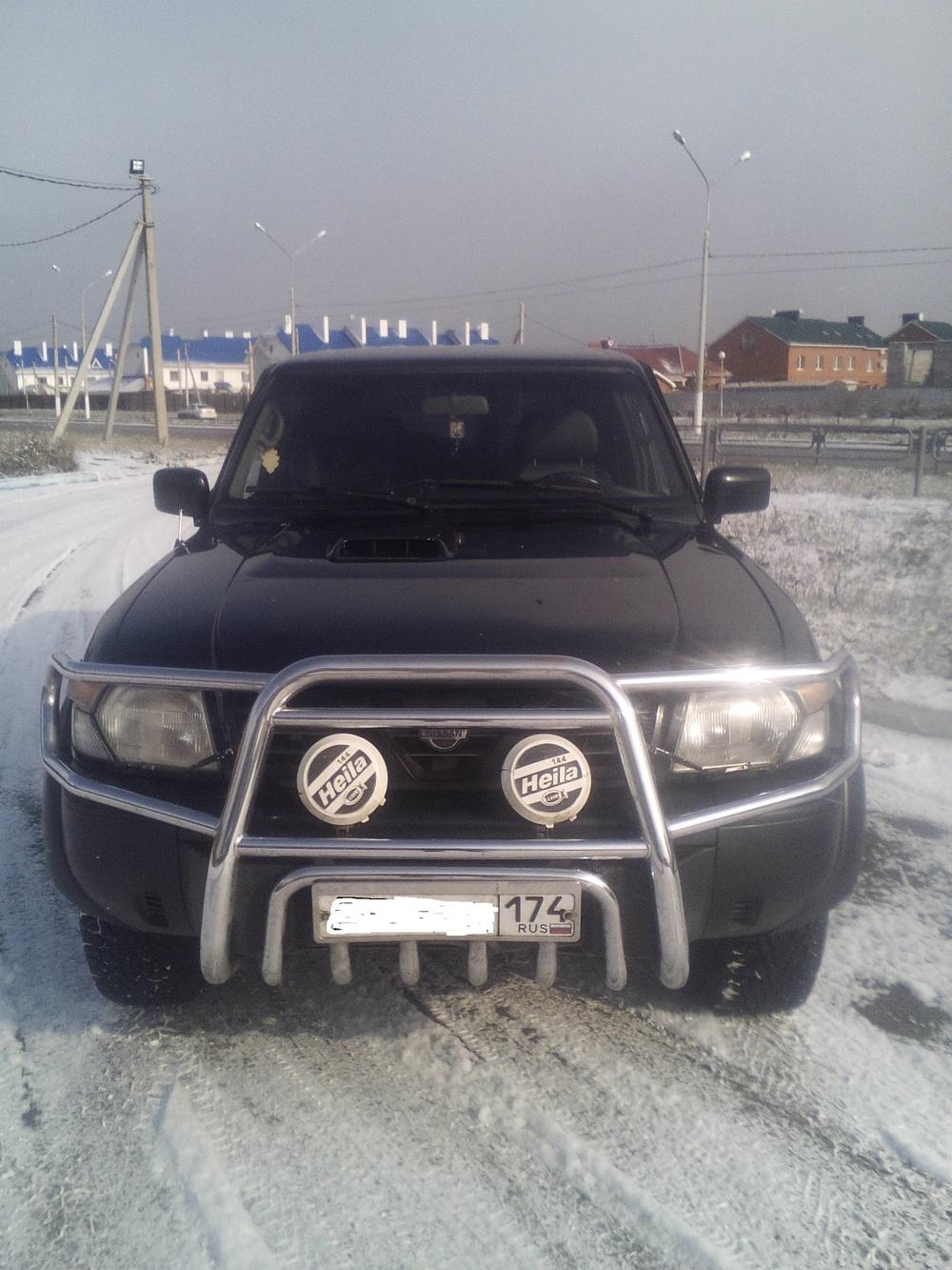 Подержанный Nissan Patrol, хорошее состояние, черный , 1999 года выпуска, цена 550 000 руб. в Челябинской области