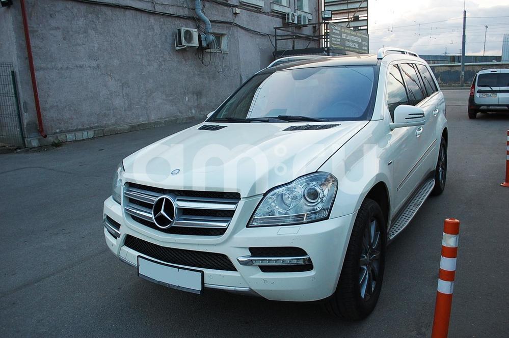 Mercedes-Benz GL-Класс с пробегом, белый , отличное состояние, 2010 года выпуска, цена 1 600 000 руб. в автосалоне Автограф на Благодатной (Санкт-Петербург, ул. Благодатная, д. 69, лит. Д)