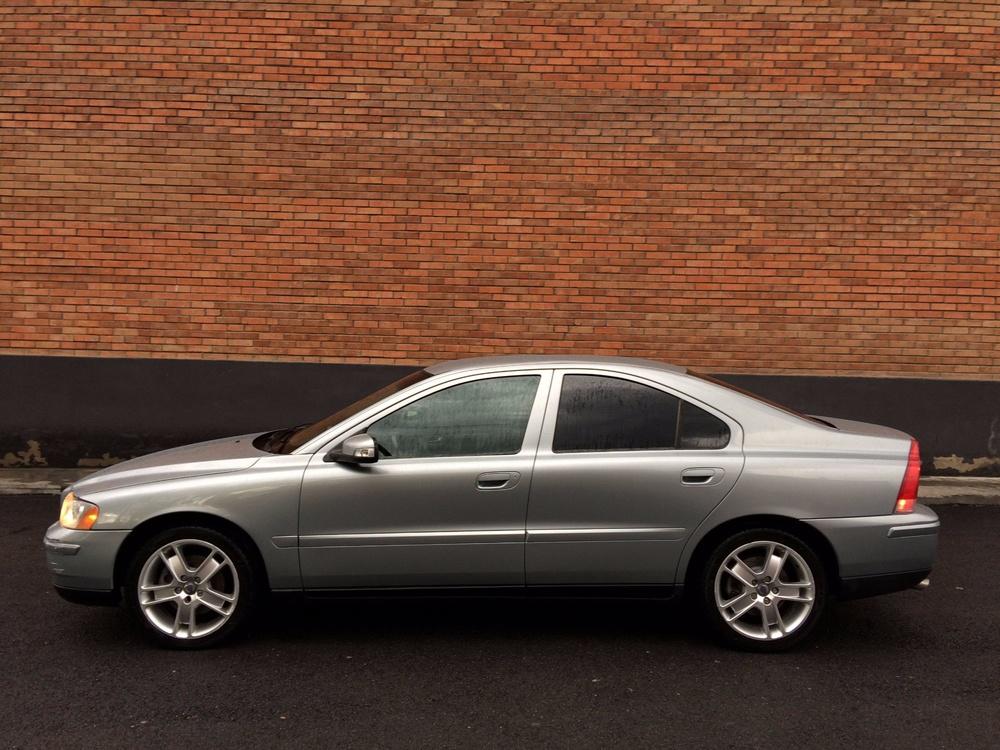 Подержанный Volvo S60, отличное состояние, серый металлик, 2007 года выпуска, цена 410 000 руб. в Кемеровской области