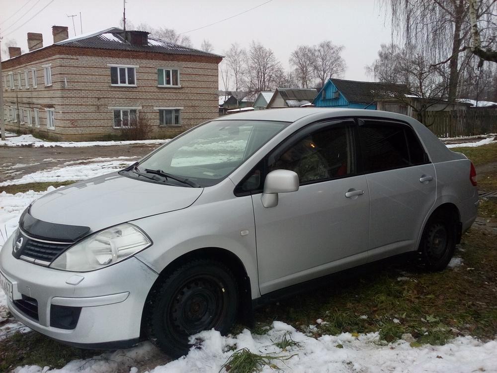 Подержанный Nissan Tiida, хорошее состояние, серебряный металлик, 2007 года выпуска, цена 325 000 руб. в Смоленской области