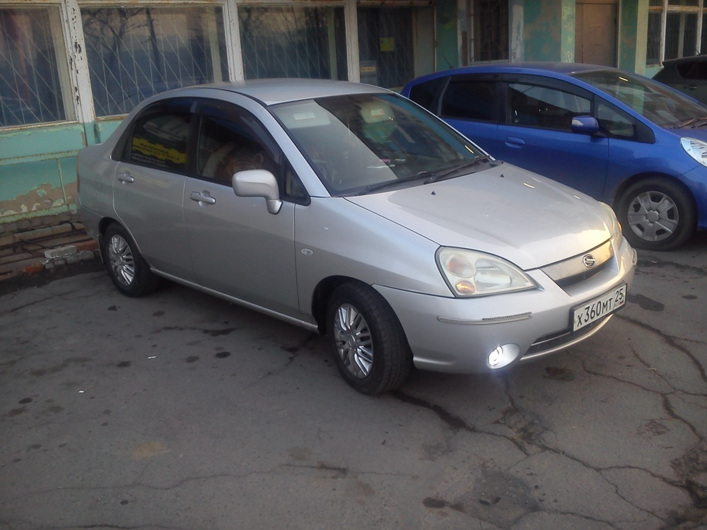 Подержанный Suzuki Aerio, среднее состояние, серый , 2001 года выпуска, цена 175 000 руб. в Владивостоке