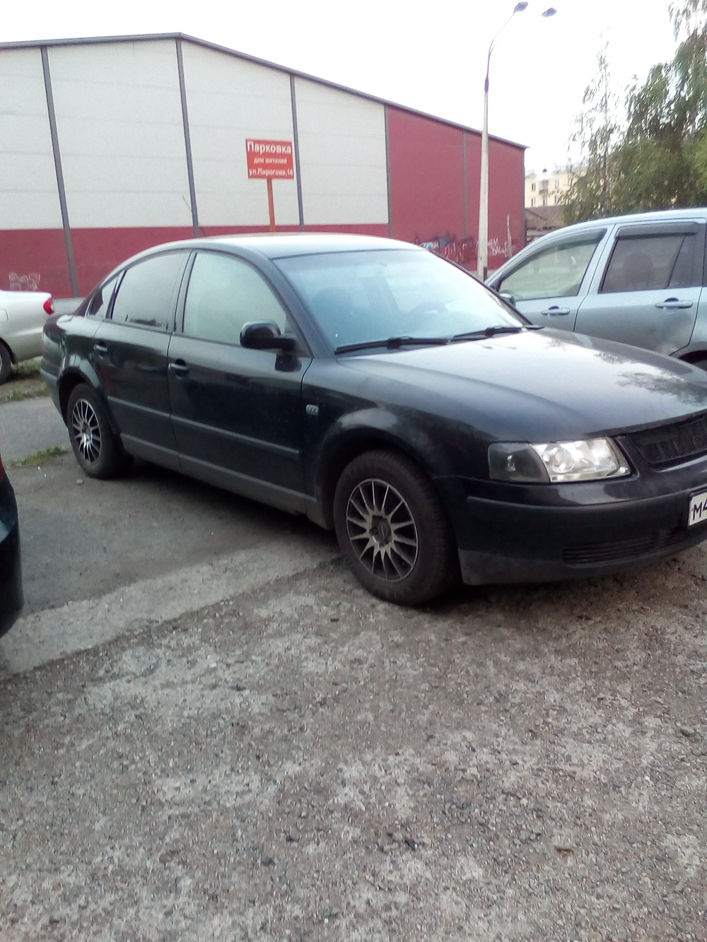 Подержанный Volkswagen Passat, среднее состояние, черный , 2000 года выпуска, цена 200 000 руб. в Кемеровской области