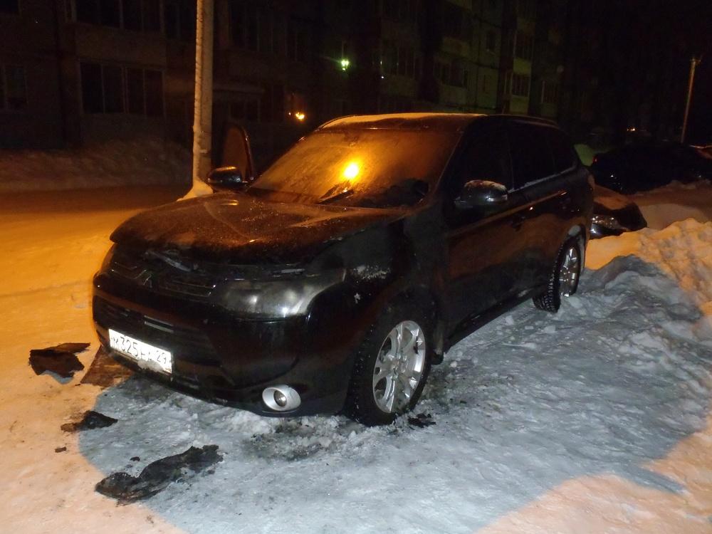 Подержанный Mitsubishi Outlander, битый состояние, черный , 2012 года выпуска, цена 650 000 руб. в Архангельске