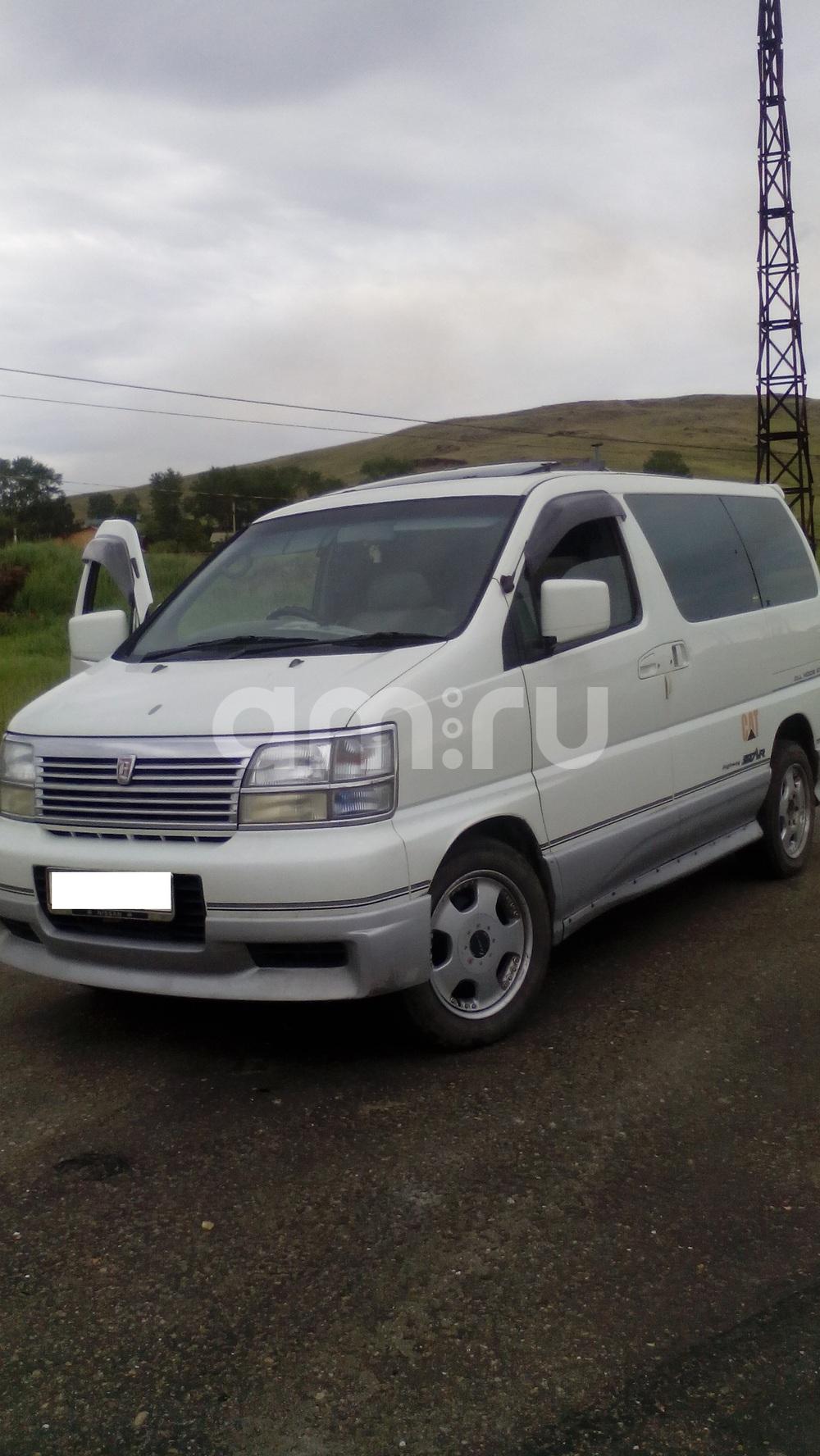 Подержанный Nissan Elgrand, отличное состояние, белый , 1999 года выпуска, цена 350 000 руб. в Челябинской области