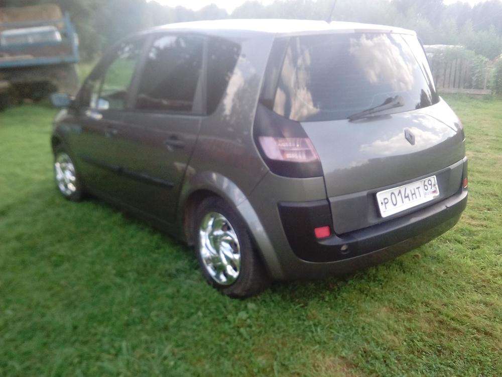 Подержанный Renault Scenic, хорошее состояние, серый металлик, 2003 года выпуска, цена 250 000 руб. в Тверской области