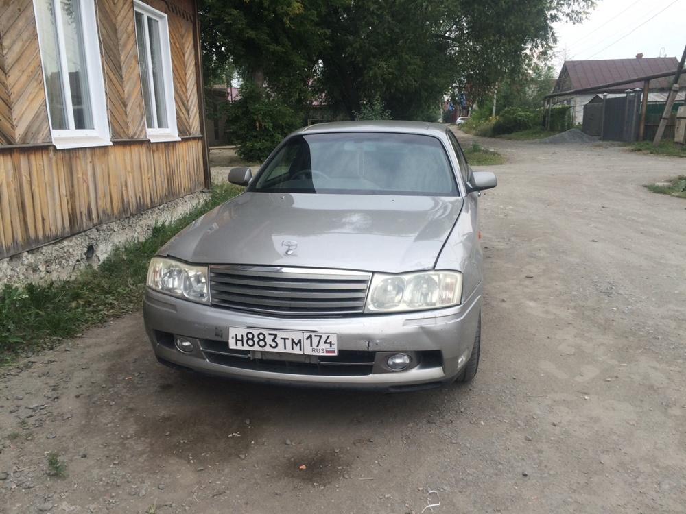 Подержанный Nissan Gloria, отличное состояние, серебряный , 2000 года выпуска, цена 410 000 руб. в Челябинской области