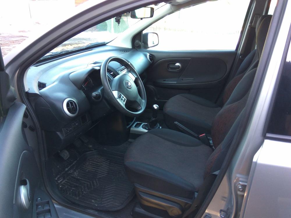 Подержанный Nissan Note, отличное состояние, серебряный , 2010 года выпуска, цена 380 000 руб. в Челябинской области