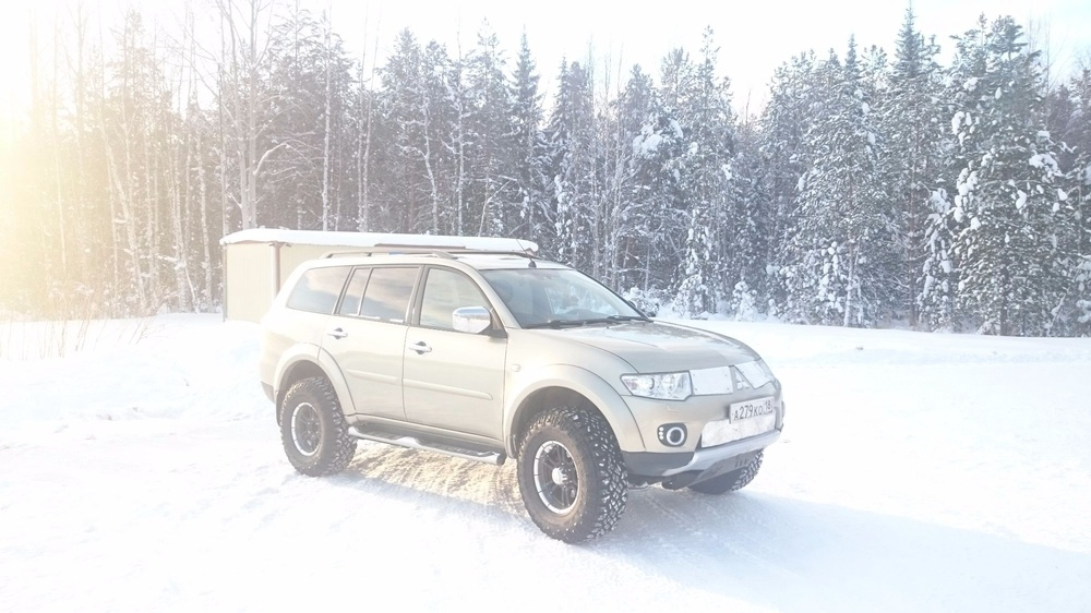 Подержанный Mitsubishi Pajero Sport, отличное состояние, бежевый металлик, 2011 года выпуска, цена 1 170 000 руб. в ао. Ханты-Мансийском Автономном округе - Югре