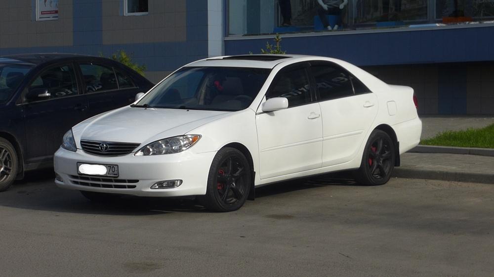 Подержанный Toyota Camry, хорошее состояние, белый , 2005 года выпуска, цена 470 000 руб. в Томской области