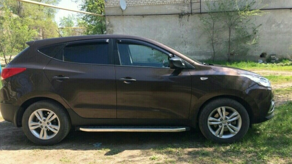 Подержанный Hyundai ix35, отличное состояние, коричневый , 2013 года выпуска, цена 980 000 руб. в Саратове