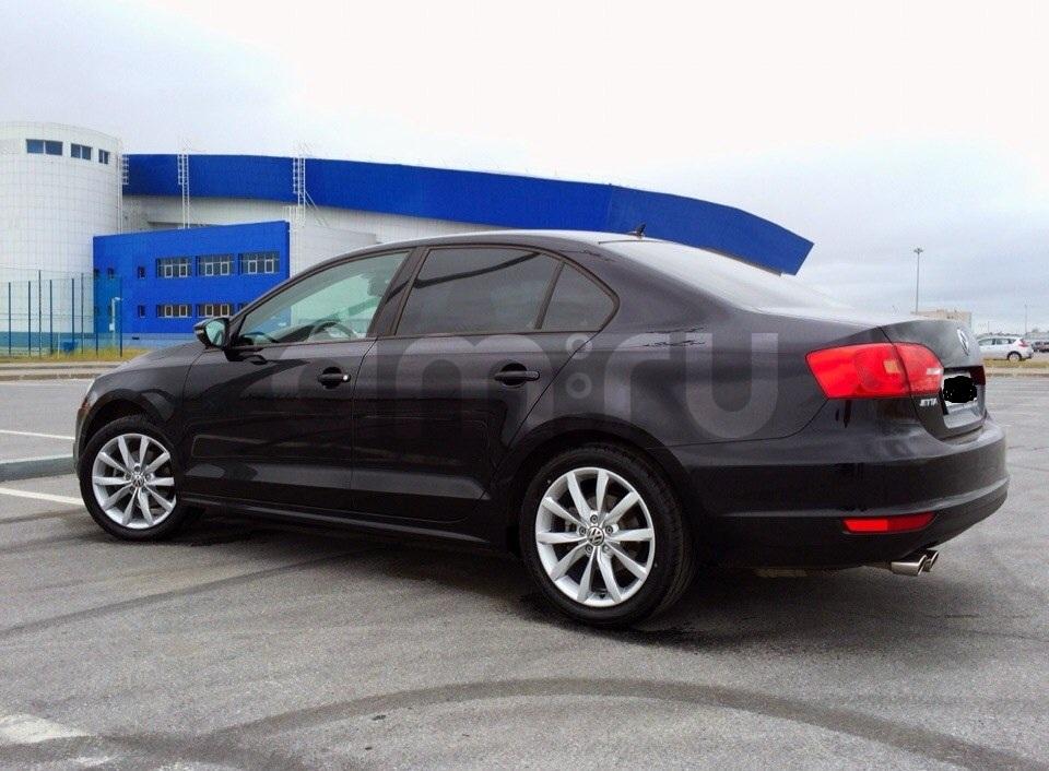 Подержанный Volkswagen Jetta, хорошее состояние, черный перламутр, 2012 года выпуска, цена 670 000 руб. в ао. Ханты-Мансийском Автономном округе - Югре