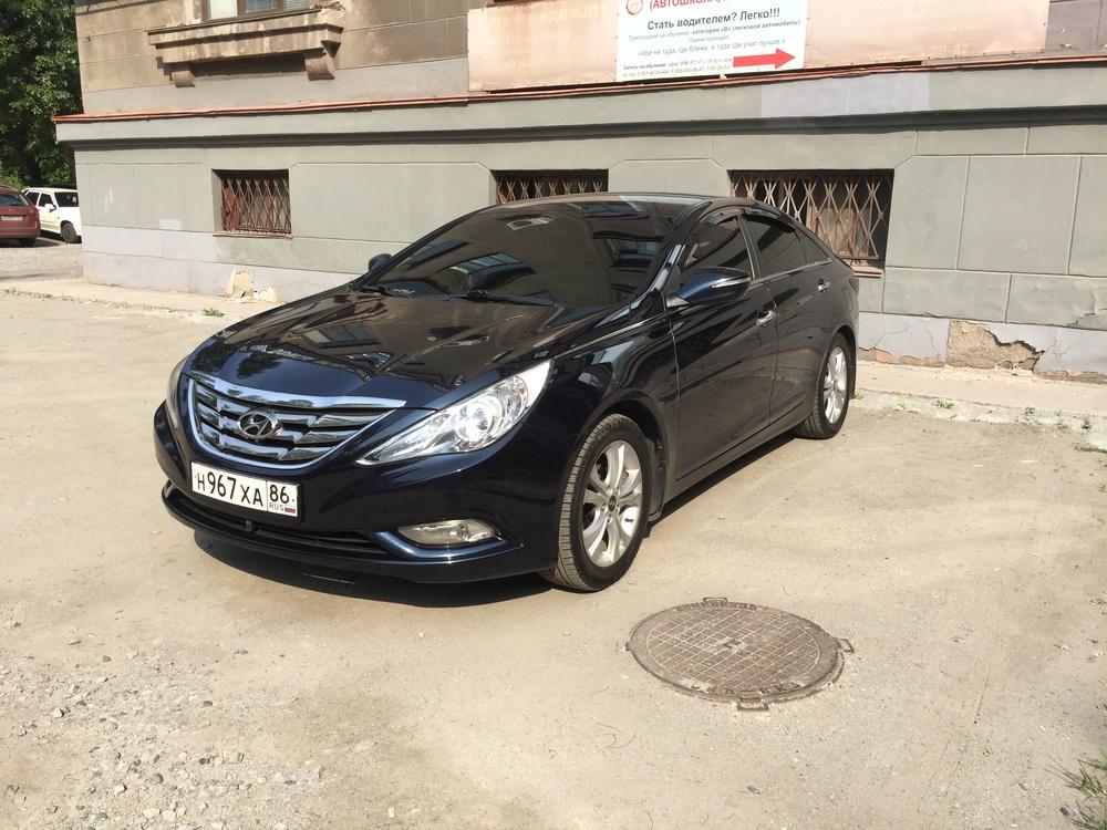 Подержанный Hyundai Sonata, отличное состояние, синий металлик, 2010 года выпуска, цена 900 000 руб. в Челябинской области