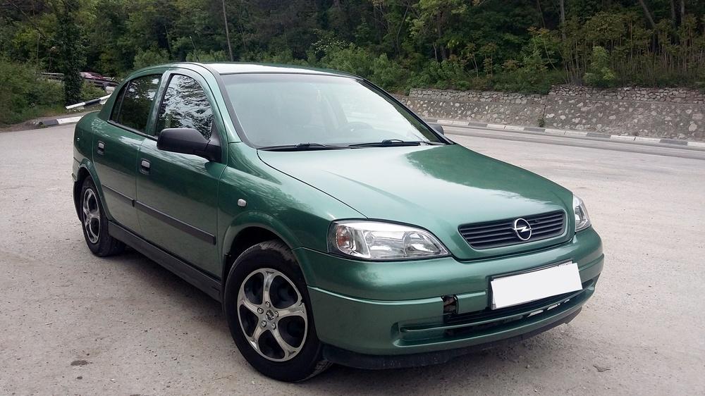 Подержанный Opel Astra, хорошее состояние, зеленый , 2007 года выпуска, цена 285 000 руб. в Крыму