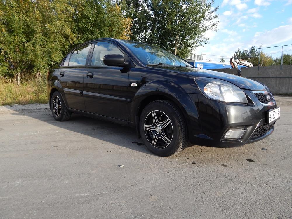 Подержанный Kia Rio, хорошее состояние, черный , 2010 года выпуска, цена 395 000 руб. в ао. Ханты-Мансийском Автономном округе - Югре