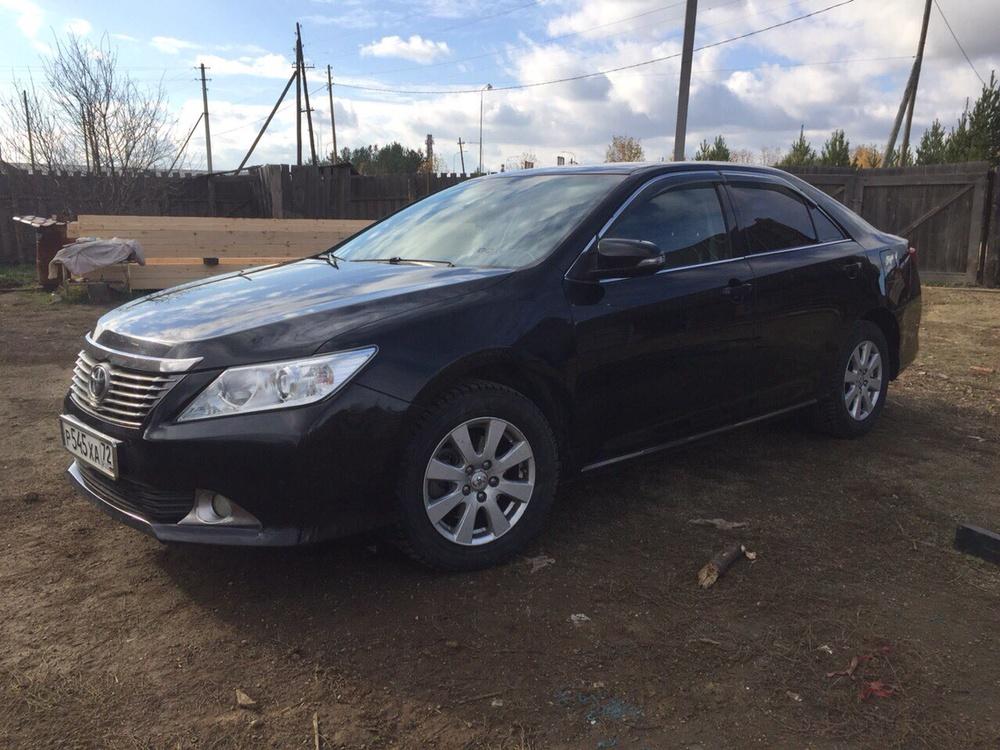 Подержанный Toyota Camry, хорошее состояние, черный металлик, 2013 года выпуска, цена 950 000 руб. в Екатеринбурге