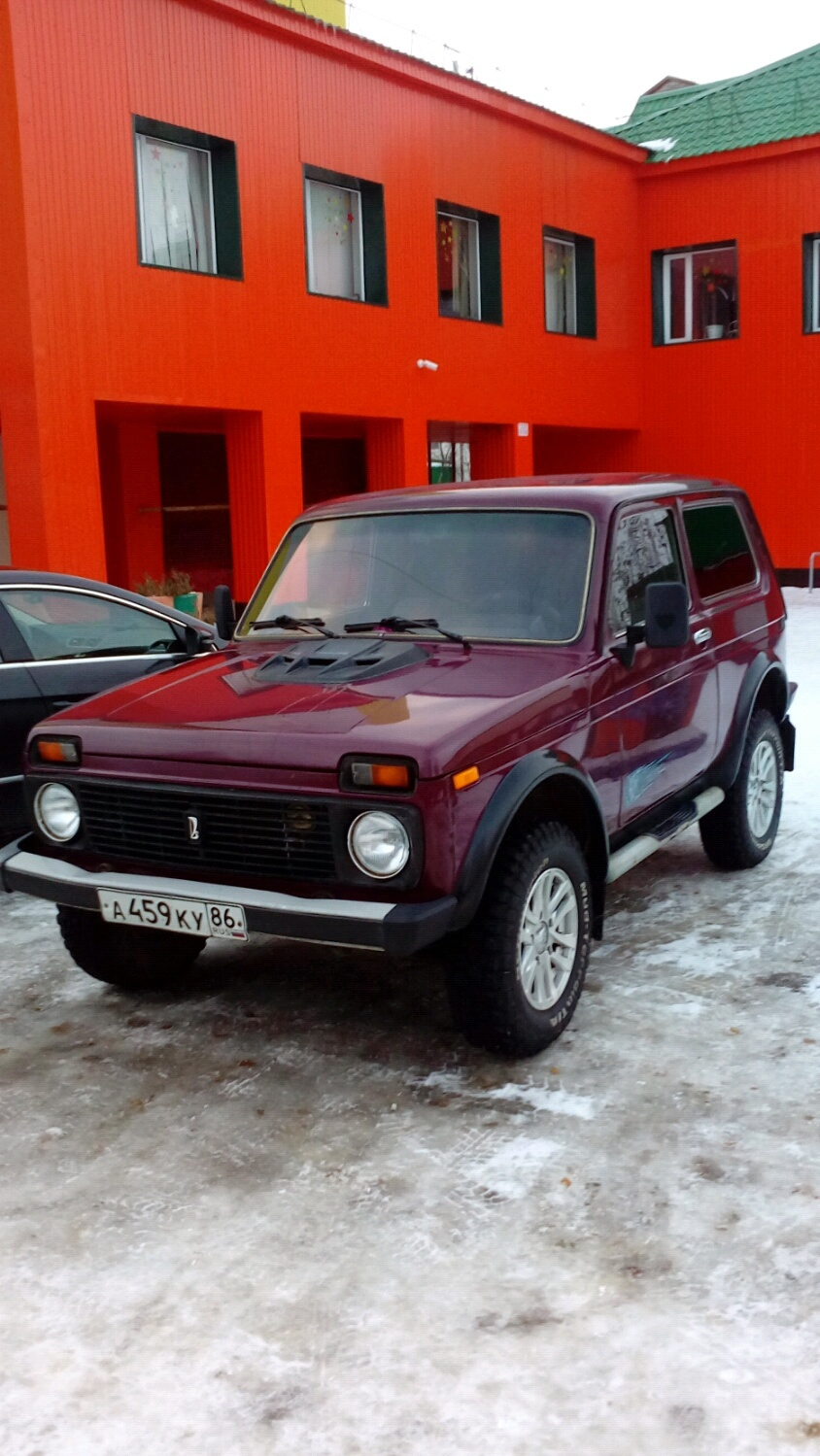 Подержанный ВАЗ (Lada) 4x4, хорошее состояние, бордовый , 2001 года выпуска, цена 160 000 руб. в ао. Ханты-Мансийском Автономном округе - Югре