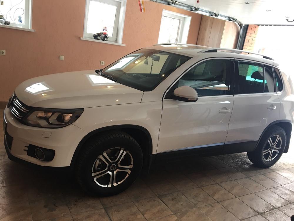 Подержанный Volkswagen Tiguan, отличное состояние, белый , 2011 года выпуска, цена 900 000 руб. в Ульяновске