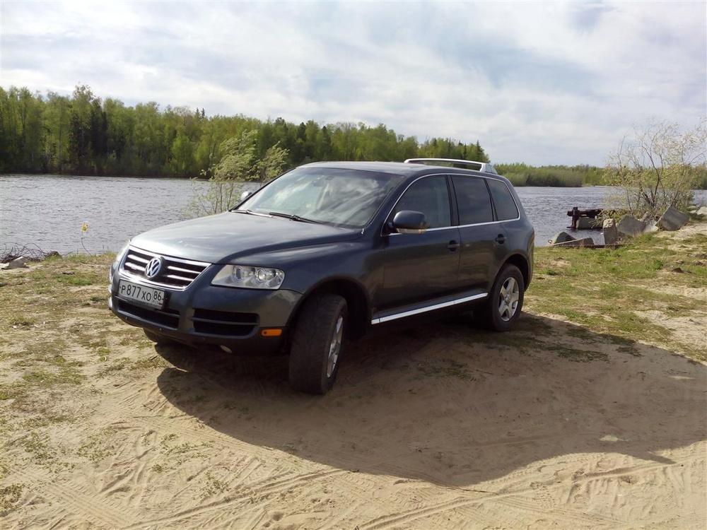 Подержанный Volkswagen Touareg, отличное состояние, серый металлик, 2005 года выпуска, цена 650 000 руб. в ао. Ханты-Мансийском Автономном округе - Югре