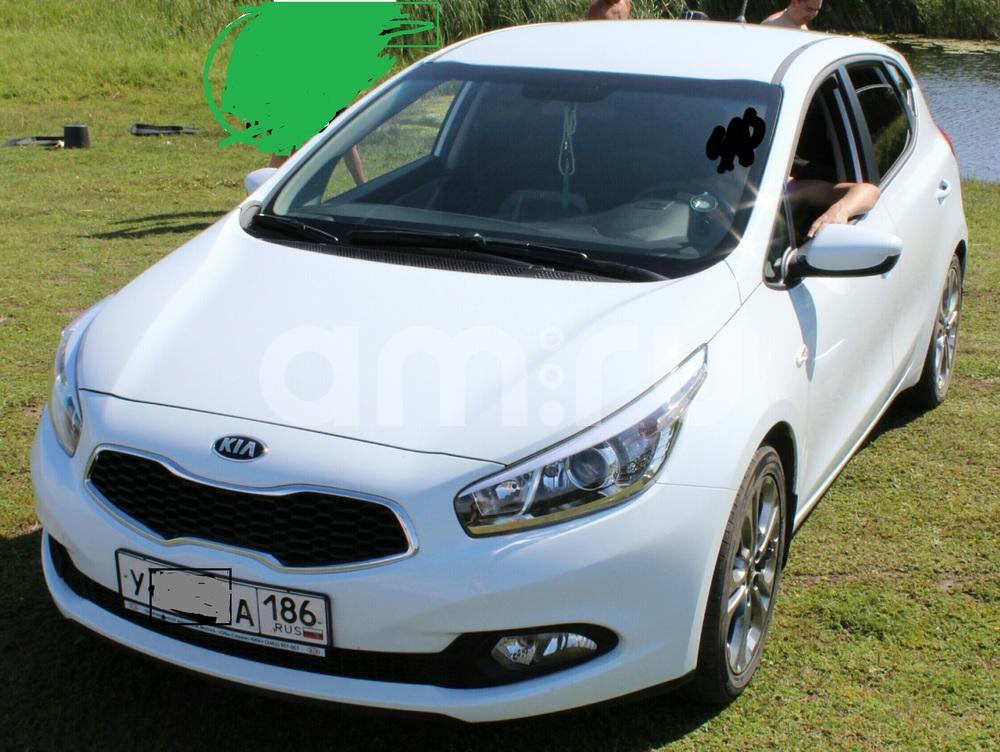 Подержанный Kia Cee'd, хорошее состояние, белый , 2013 года выпуска, цена 720 000 руб. в ао. Ханты-Мансийском Автономном округе - Югре
