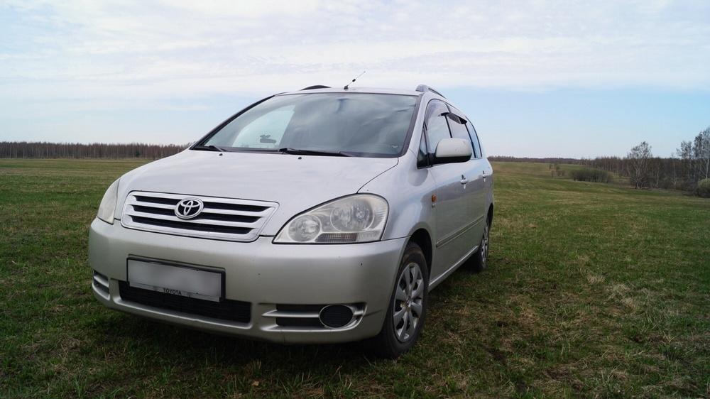 Подержанный Toyota Avensis Verso, хорошее состояние, серебряный , 2001 года выпуска, цена 460 000 руб. в Кемеровской области
