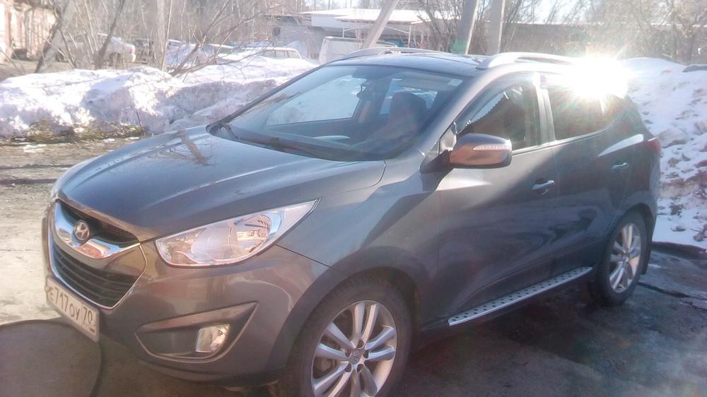 Подержанный Hyundai Tucson, хорошее состояние, мокрый асфальт металлик, 2011 года выпуска, цена 940 000 руб. в Томской области